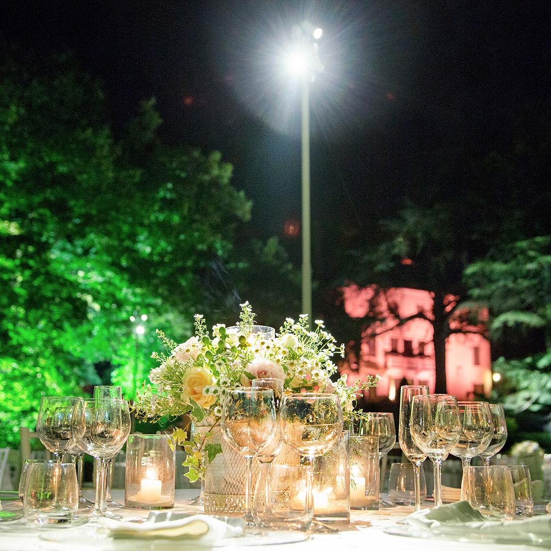 Come illuminare i tavoli di un matrimonio