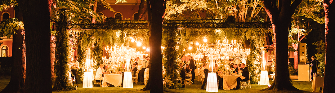 Garden tree lights: tips and ideas for your wedding