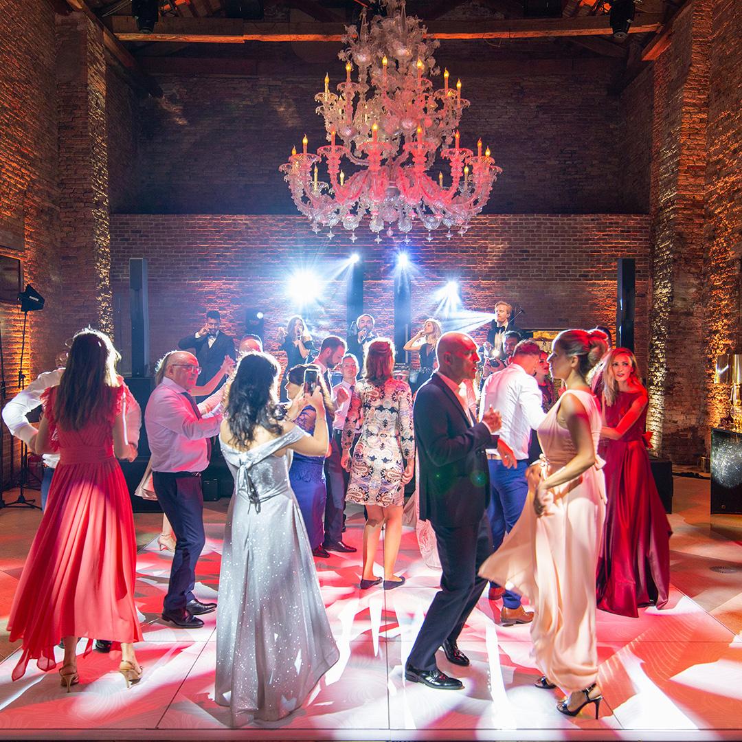 Ravaservice dancefloor wedding event back on track